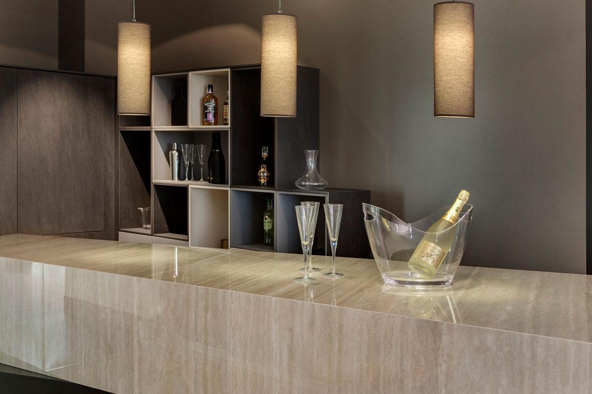 Barra bar travertino navona neolith kitchen - Barras de bar para cocinas ...