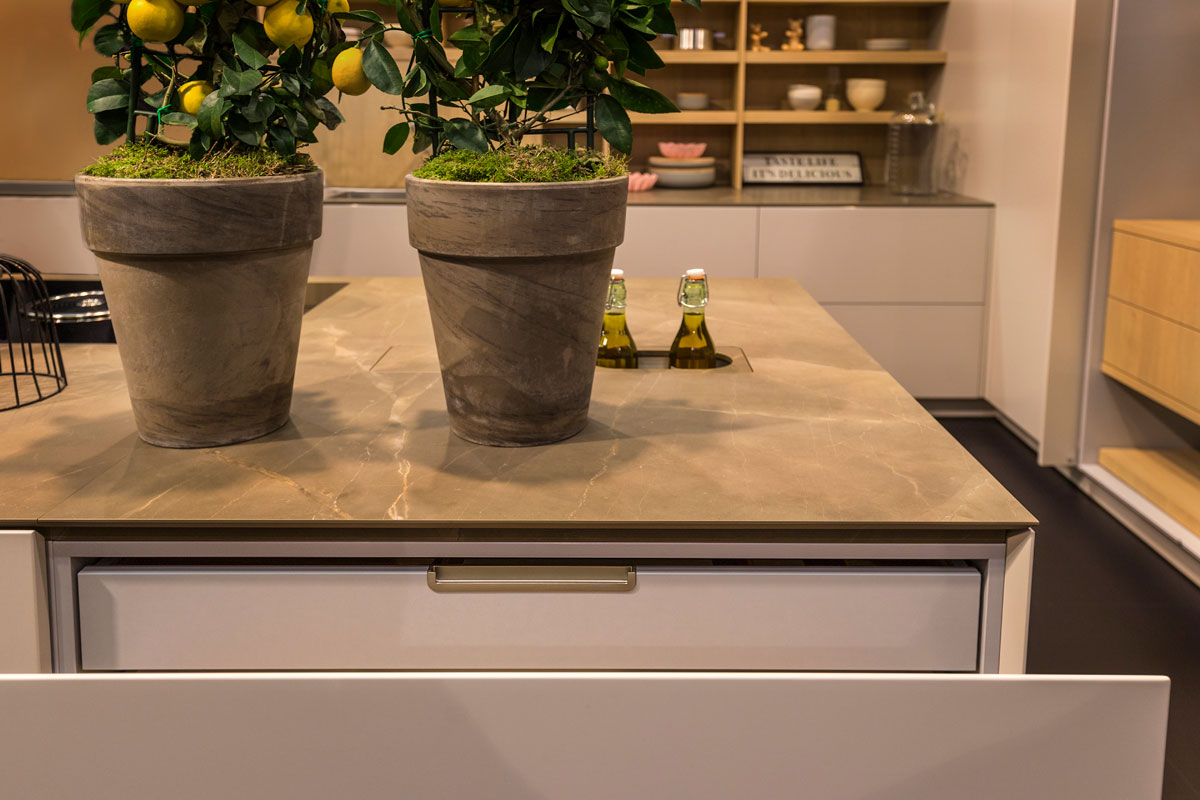 Warendrof living kitchen neolith kitchen for Marengo argelia